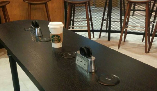 How does wireless charging work in Starbucks