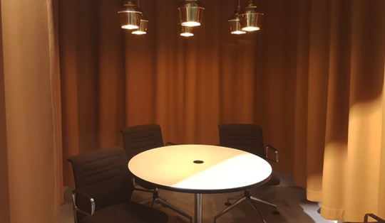 smart wireless charging for meeting rooms